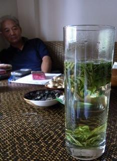 占い師とお茶.JPG
