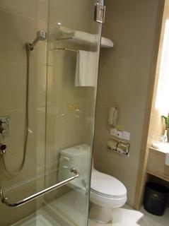 トイレ シャワー.JPG