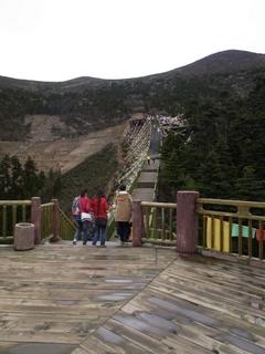ナムチャ展望台へのつり橋.JPG