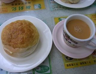メロンパンと紅茶.jpg