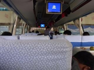 麗江行きバス2.JPG