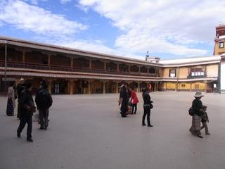 本殿前の広場2.JPG